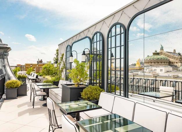 Un nouvel hôtel avec rooftop, restaurant et spa à deux pas de l'Opéra ? Le Kimpton St Honoré Paris ouvrira ses portes le 23 août 2021 dans un immeuble Art Nouveau du boulevard des Capucines à Paris. Ce qu'il faut savoir sur l'hôtel et les première images.