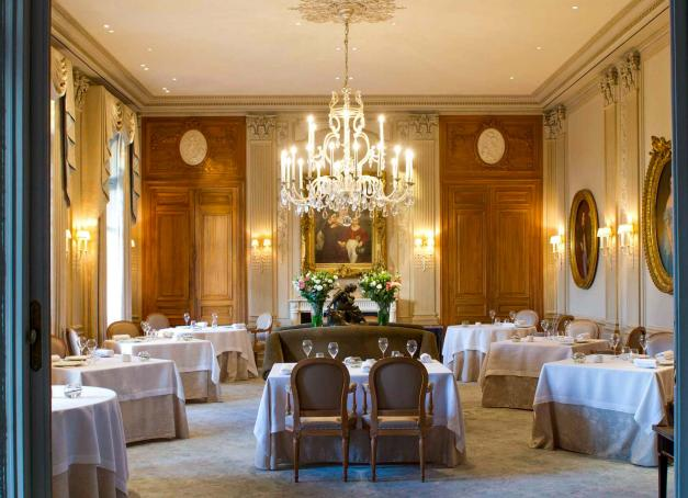 À l'occasion d'Octobre Rose, cinq femmes issues des plus grandes maisons de champagne s'unissent le 12 octobre pour une soirée caritative au Domaine des Crayères pour l'Institut Godinot de Reims.