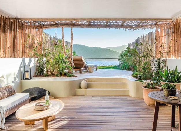 Six Senses Ibiza prendra possession d'un vaste domaine de 8 hectares au bord de la baie de Xarraca, dans le nord sauvage de l'île. Découvrez les premières images et toutes les infos sur le nouvel hôtel le plus attendu de l'année à Ibiza.