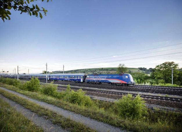 À partir du 13 décembre 2021, la SNCF et les Chemins de fer autrichiens (ÖBB) mettent en place un train de nuit entre la gare de l'Est à Paris et Vienne en Autriche. Un trajet de 1,400 km en 14 heures, qui desservira également Munich, Salzbourg et Linz.